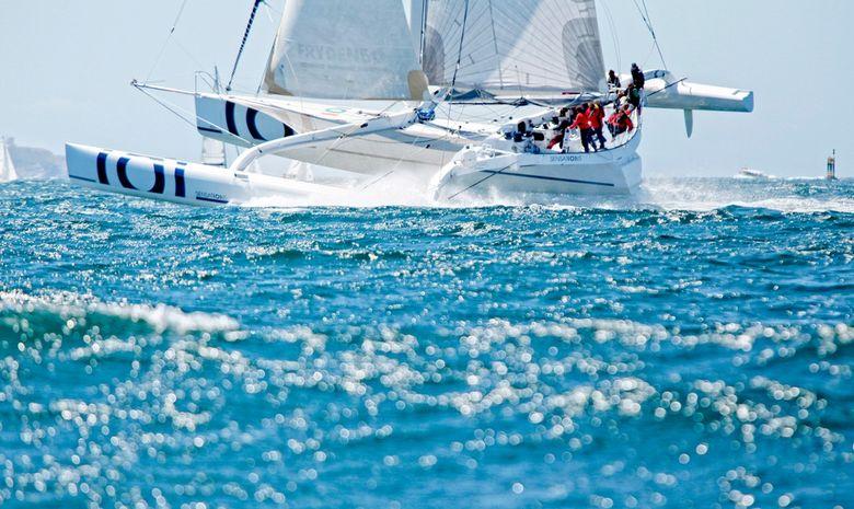 Naviguer sur un trimaran de course au large