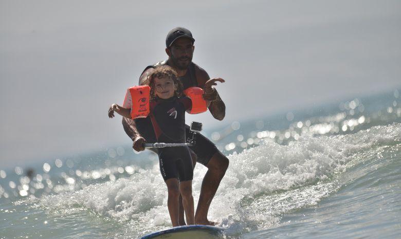 Surf Solidaire 100% filles avec Justine Mauvin -10
