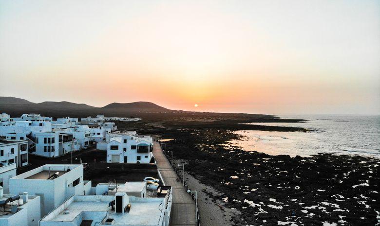 Surfcamp face à l'océan à Lanzarote
