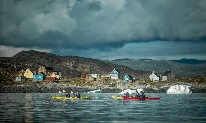 Kayak parmi les géants de glace