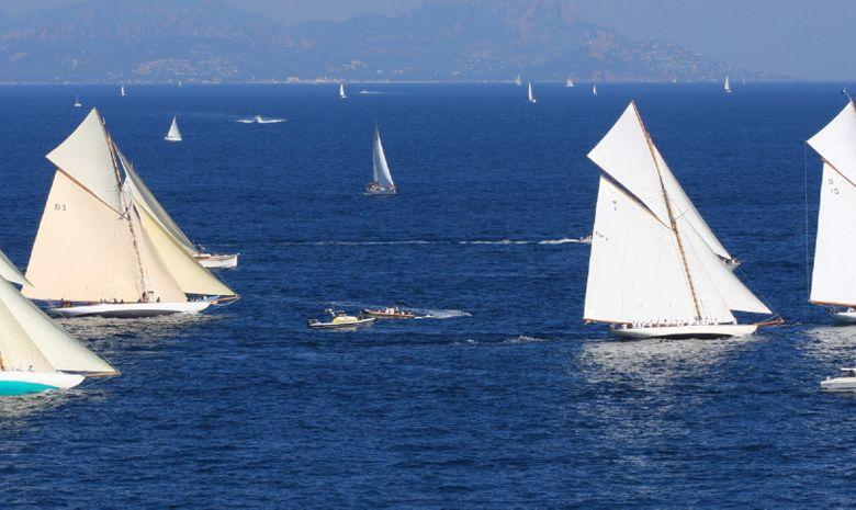Journée à bord d'un trimaran ULTIME à Saint-Tropez