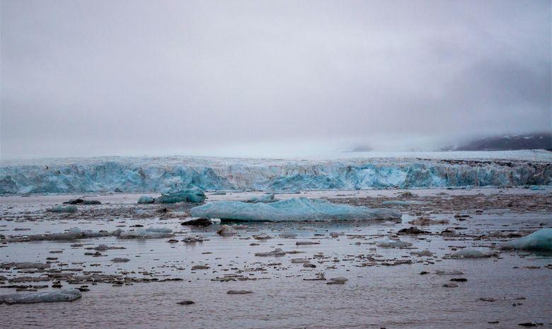 Mer de glace du devant un glacier au Svalbard