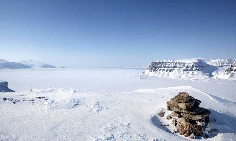 Magnifique paysage du svalbard sous la neige